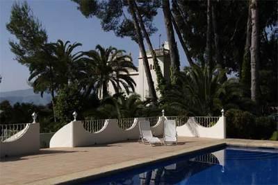 La piscina del hotel La Falconera, en Marchuquera, cerca de Gandía.