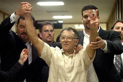 Luis Díaz celebra con sus hijos su excarcelación el pasado miércoles en Miami.