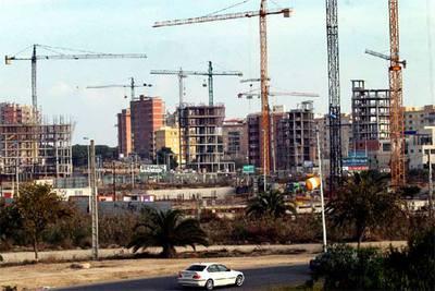 Construcciones en Guardamar (Alicante) que los socialistas paralizaron al llegar al Ayuntamiento.