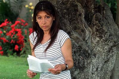 Carmen Fernández, madre biológica de los dos niños entregados en acogimiento preadoptivo, en 2002.