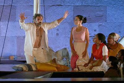 Escena de la obra de teatro 'Una Odisea antillana', del Nobel Derek Walcott, en el teatro romano de Mérida, en julio del año pasado.