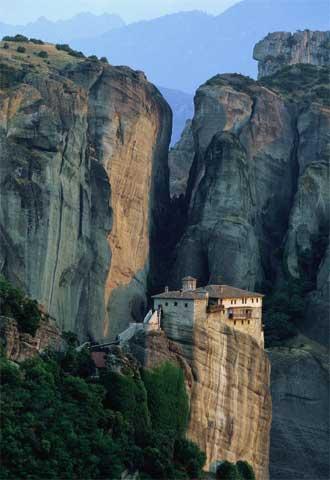 Situado sobre un promontorio, Roussanou, uno de los monasterios de Meteora, se construyó entre los siglos XIV y XVI.