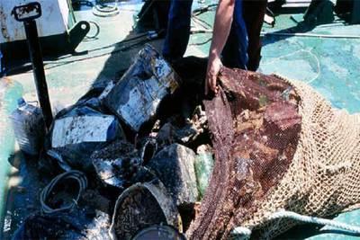 Basura encontrada en el fondo del mar Jónico durante una campaña de investigación pesquera.