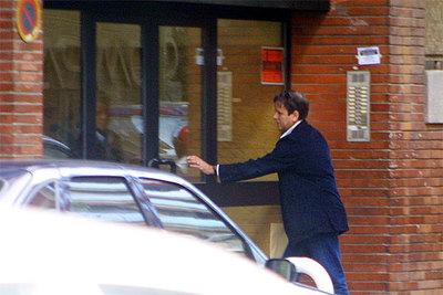 Eufemiano Fuentes entra en una clínica de la calle de Zurbano en Madrid.