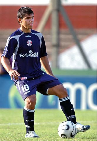 Agüero, en un partido con Independiente.