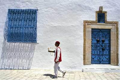 El blanco de las fachadas junto al azul de portones y ventanas marcan la imagn más típica de Sidi Bou Said (Túnez).