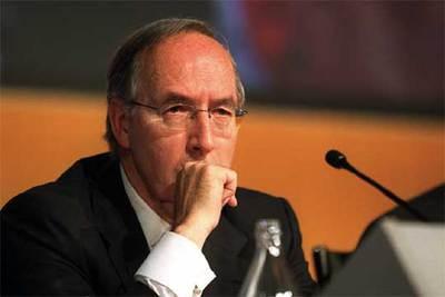 Manuel Pizarro, durante la junta general en la que sustituyó a Martín Villa en 2002.