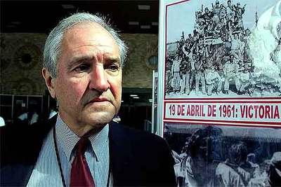 Alfredo Durán, durante una conferencia celebrada en La Habana en 2001.