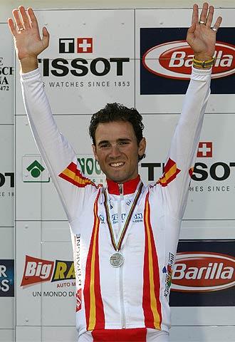 Valverde, en el podio tras ser segundo del Mundial de Madrid.