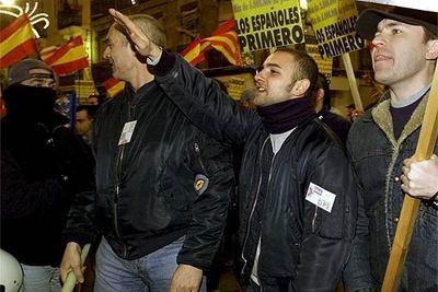 Militantes de la extrema derecha durante una manifestación celebrada en el barrio de Russafa de Valencia.