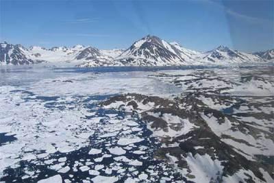 El fiordo de Tasiilaq, en la costa este de Groenlandia. Allí llega el agua del deshielo del glaciar Helheim.
