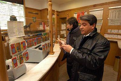 De Agostini compró Lottomatica, la lotería italiana, gracias a las plusvalías que logró en la burbuja tecnológica.