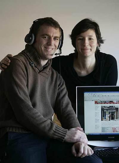 Marina Díez y Ben Curtis, en su casa de Madrid.