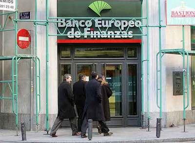 El banco de espa a autoriza el acuerdo de las seis cajas for Oficinas de unicaja en madrid