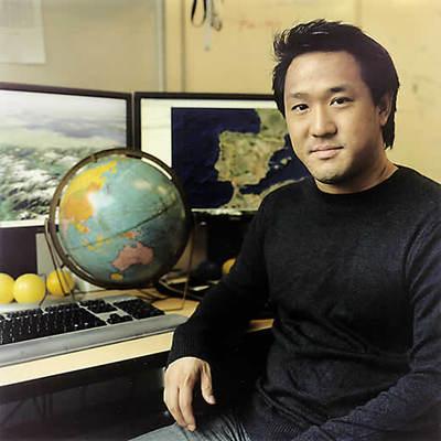 Director de Google Earth, Ohazama fundó la compañía de mapas digitales Keyhole, que fue adquirida por Google en octubre de 2004.