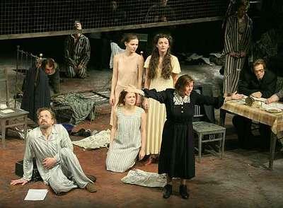 Escena del montaje teatral  Vida y destino.