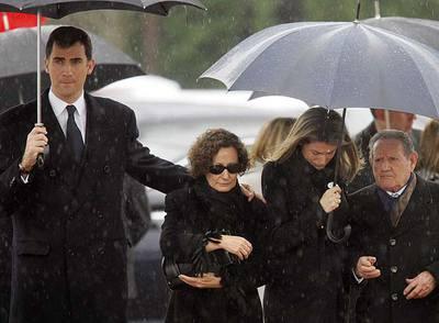 El Príncipe; su suegra, Paloma Rocasolano; la princesa Letizia, y su abuelo materno, Francisco Rocasolano.