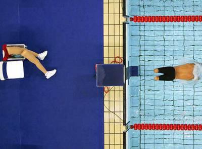Un nadador sin piernas participa en la prueba de los 200 metros libres en los Juegos Paralímpicos de Atenas. La imagen fue ganadora del World Press Photo 2004.