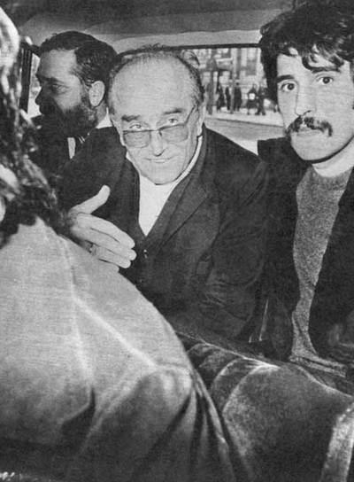 Antonio María de Oriol, tras ser liberado, en una fotografía publicada en el diario del Movimiento   Arriba,   que se reproduce con autorización de su autor.
