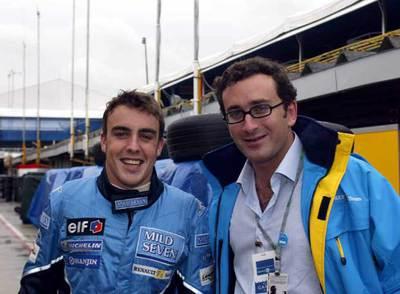 El piloto Fernando Alonso y Agag, en Brasil, en 2003.