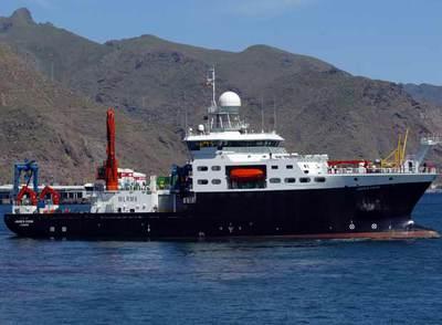 El buque oceanográfico británico  James Cook,  ayer en aguas de Tenerife.
