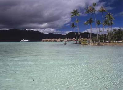 Una de las rutas habituales de crucero por Polinesia visita las islas de Sotavento, en el archipiélago de la Sociedad (Polinesia Francesa): Bora Bora, Tahaa (en la fotografía), Raiatea y Huahiné.