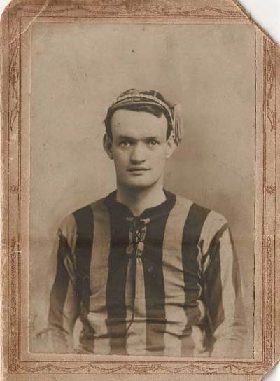 O'Connell, en su etapa de futbolista en Irlanda, en 1912.