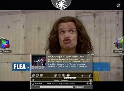 Imagen del bajista de Red Hot Chili Peppers, Flea, en el canal del grupo en Joost.