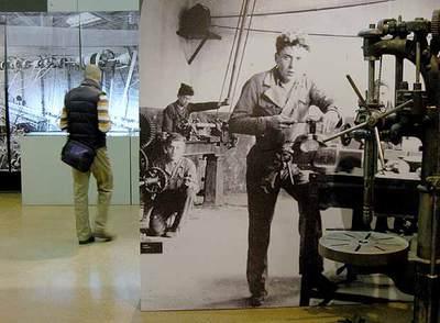 El Museo Industrial del Ter, en Manlleu, ofrece, además de visitas guiadas de sus salas, excursiones por el entorno, como la que lleva a la Colonia Borgonyà.