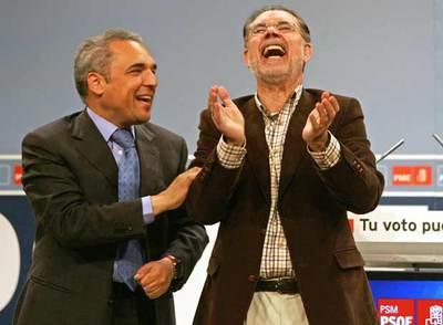 Rafael Simancas (izquierda) y Mariano Fernández Bermejo, en el mitin de ayer en San Blas (Madrid).