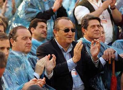 Carlos Fabra, junto al ex ministro de Defensa Federico Trillo y su  número dos,  Francisco Martínez (detrás).