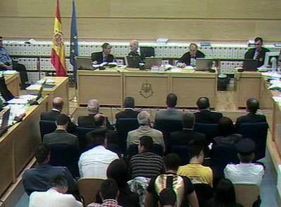Los peritos de los Tedax, en las dos primeras filas, durante la sesión del juicio en la que fueron interrogados.