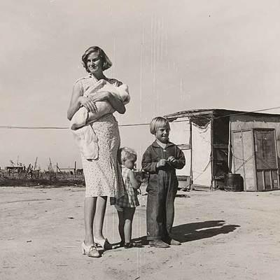 'Familia en el condado de Tulare', que ilustra la portada del libro 'Los vagabundos de la cosecha'.
