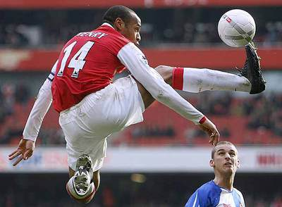 Una filigrana de Henry en un reciente partido con el Arsenal.