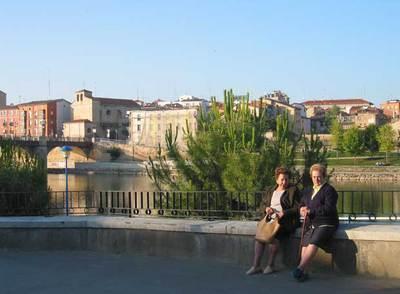 Vista de Miranda de Ebro (Burgos), con el puente de Carlos III al fondo.