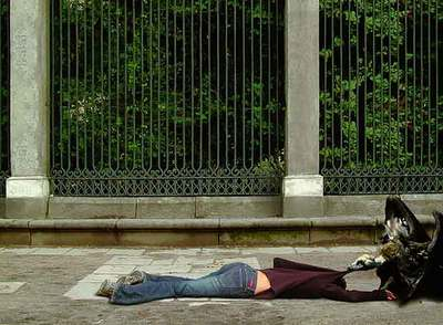 Fotografía perteneciente a la serie  Citerón  (2003), de Ixone Sádaba, que reflexiona sobre la tragedia humana en la exposición colectiva  (Des)Ubicados , en Benavides de Órbigo.