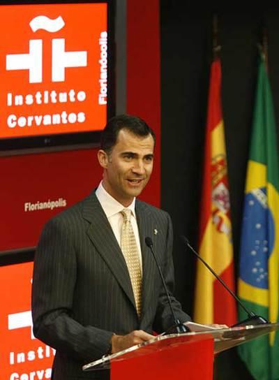 El príncipe Felipe, durante la inauguración de uno de los centros.