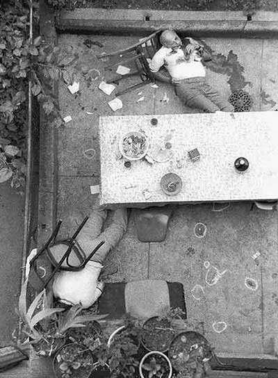El capo mafioso Carmine Galante yace boca arriba en el restaurante de Brooklyn donde fue asesinado en 1979.