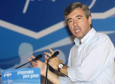 Ángel Acebes, durante su intervención en la escuela nacional de verano organizada por el PP en Islantilla (Huelva).