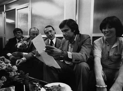 Primeras elecciones, 1977. Felipe González y Polanco, en la noche electoral en EL PAÍS.