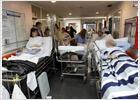 Camas con muchos pacientes