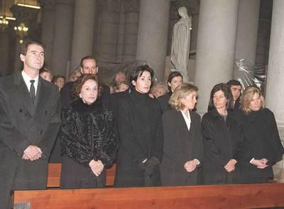 La familia Franco, reunida en el funeral del marqués de Villaverde, en febrero de 1998. De izquierda a derecha, José Cristóbal, Carmen Franco, Carmen hija, Arantxa, Merry y Mariola; en segunda fila, Francis y Jaime.