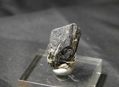 Muestra de tantalita, uno de los minerales del coltán, procedente de Brasil.