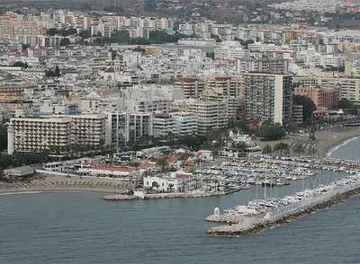 Costas pretende suprimir el puerto deportivo de Marbella para devolver la continuidad a la línea de playa.