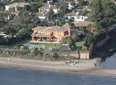 La recuperación de la zona de tránsito en la playa del Alicate afecta a la casa de Antonio Banderas en Marbella.
