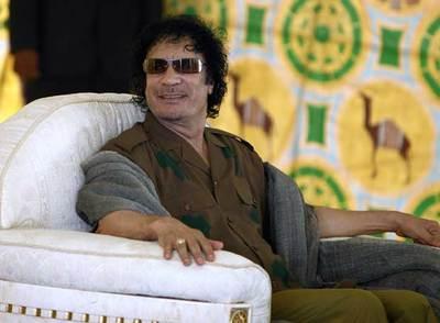 Muammar el Gaddafi, en su jaima.