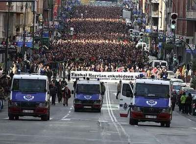 Manifestación celebrada ayer en Bilbao por la izquierda  abertzale.