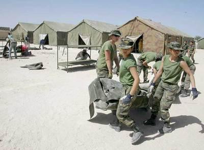 Integrantes del Cuerpo de Ingenieros del Ejército español en Nuadibú (Mauritania) en marzo de 2003.