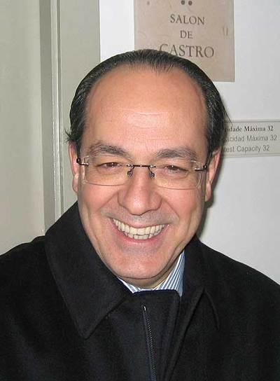 El ministro italiano de Política Agrícola, Paolo de Castro, en el ayuntamiento de Monforte.