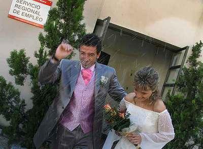 La oferta para celebrar bodas se multiplica. Y las parejas han trasladado la simbología a las instituciones.
